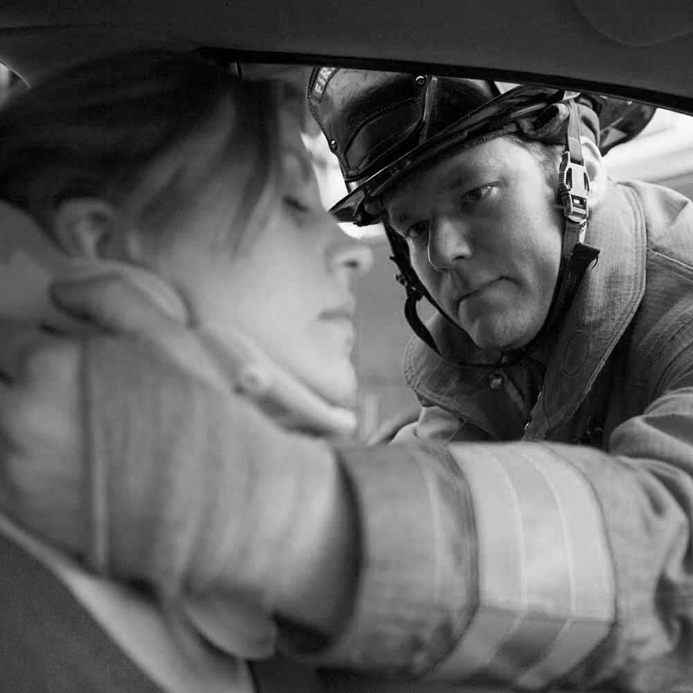 firefighters-helping-an-injured-woman-in-a-car